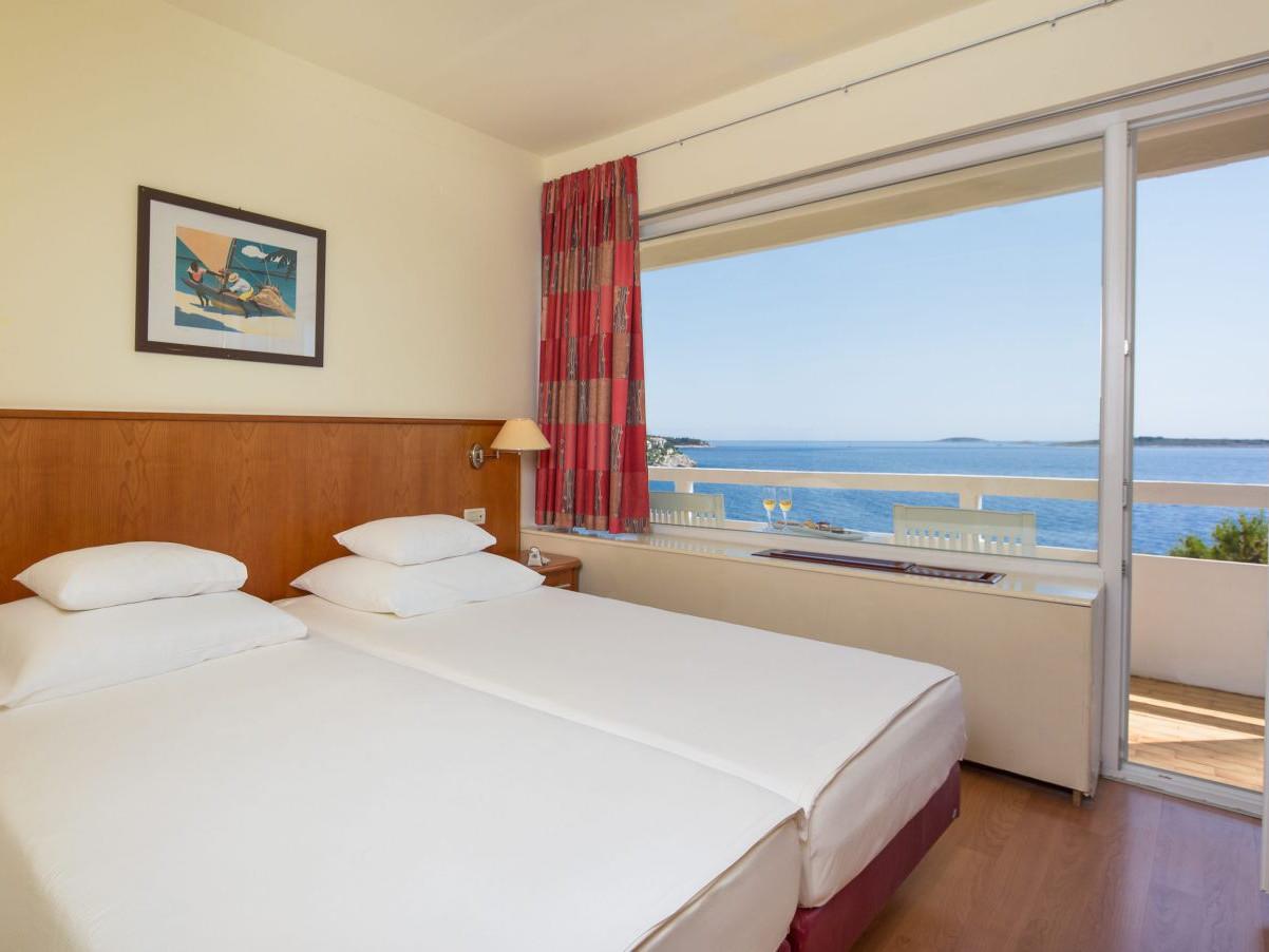 comfort family room 01 14638702460 o uai - Zora Hotel