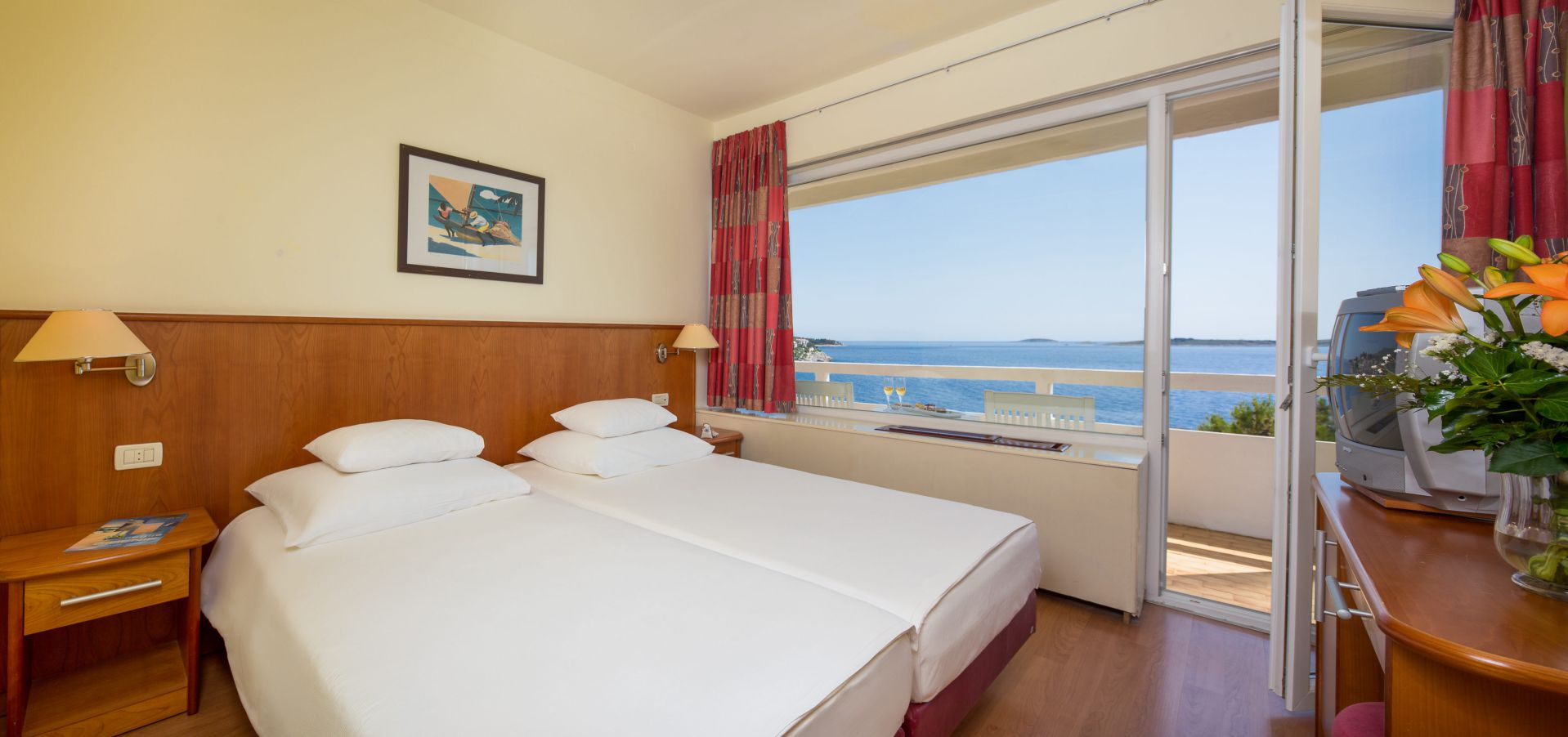 comfort family room 01 14638702460 o - Zora Hotel