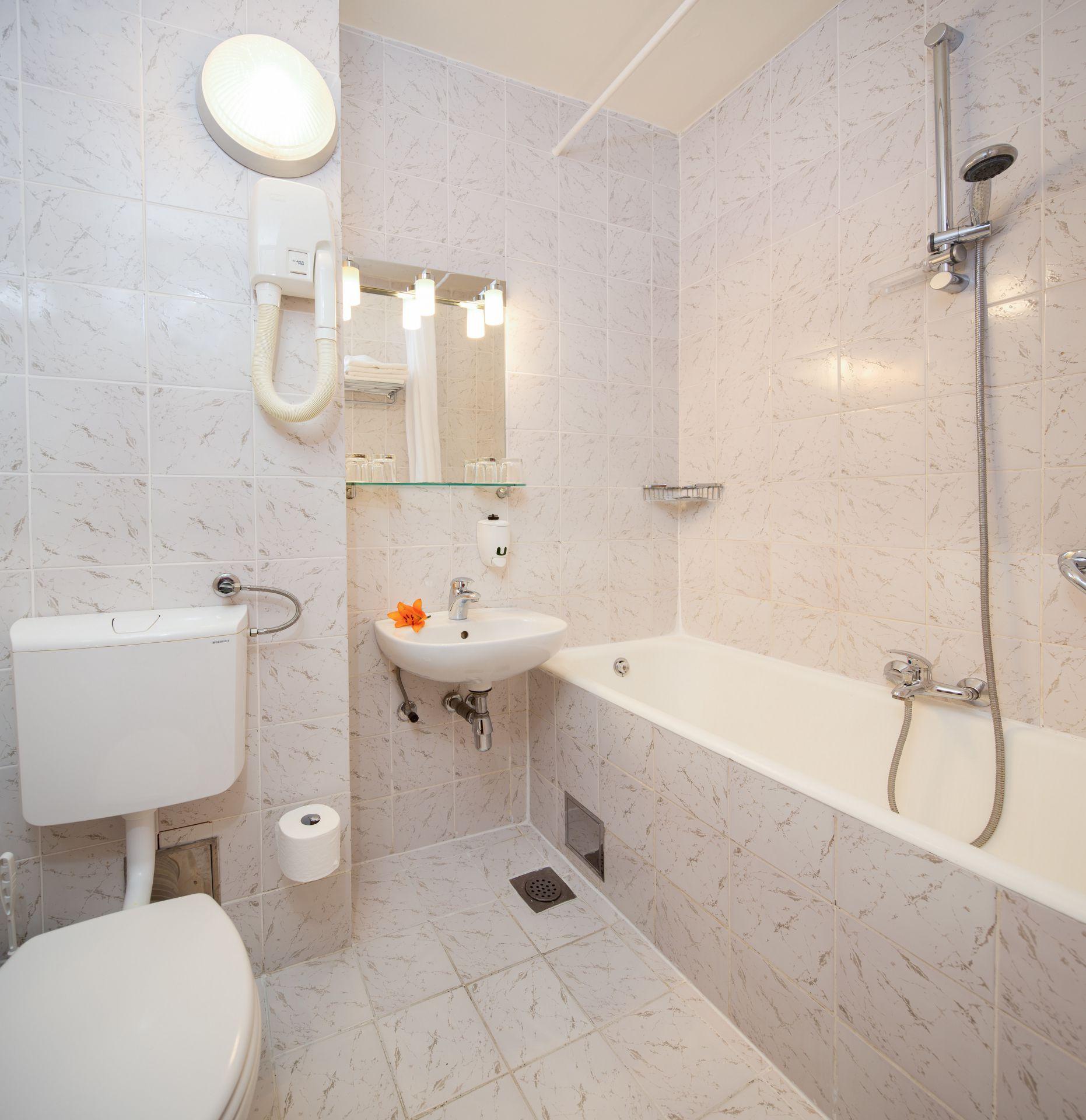 comfort room 05 14822311191 o - Zora Hotel