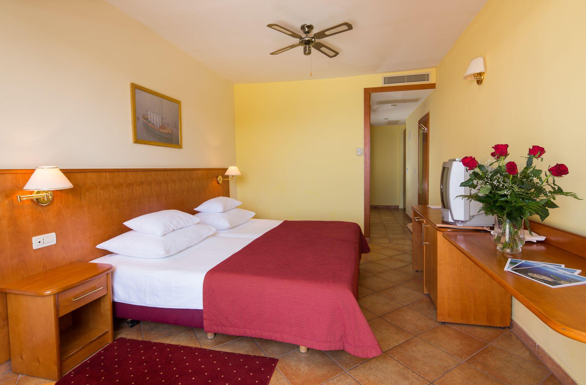 premier club family room 01 14825104552 o - Zora Hotel