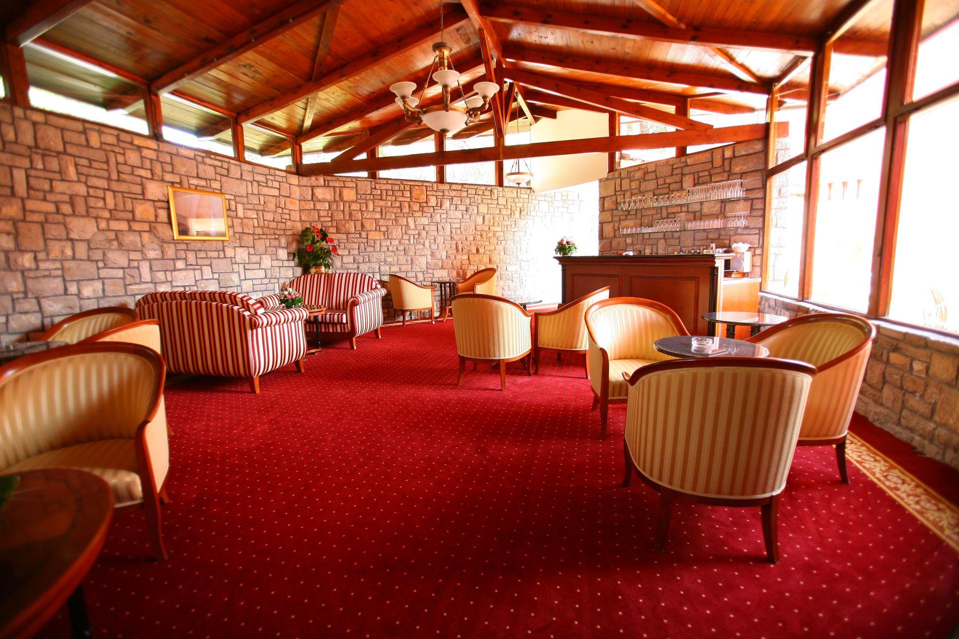 premier club lobby 01 14638925797 o - Zora Hotel