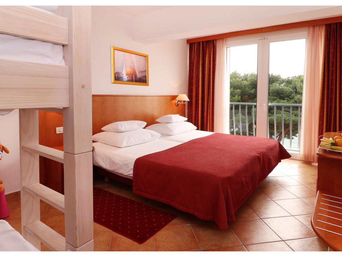 premier club mini family 2 41951961350 o uai - Zora Hotel