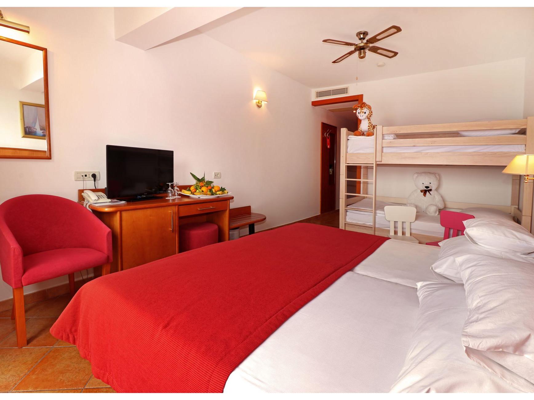 premier club mini family 3 28824119997 o uai - Zora Hotel