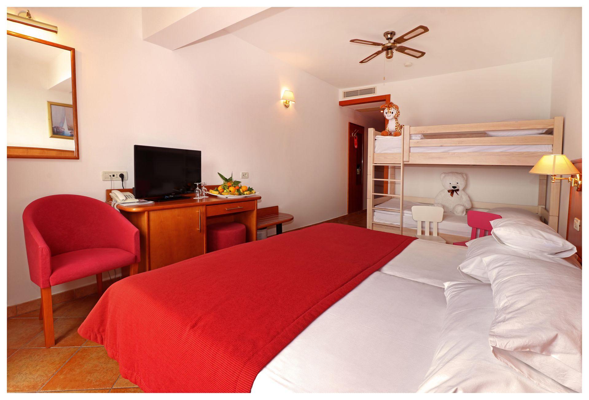 premier club mini family 3 28824119997 o - Zora Hotel