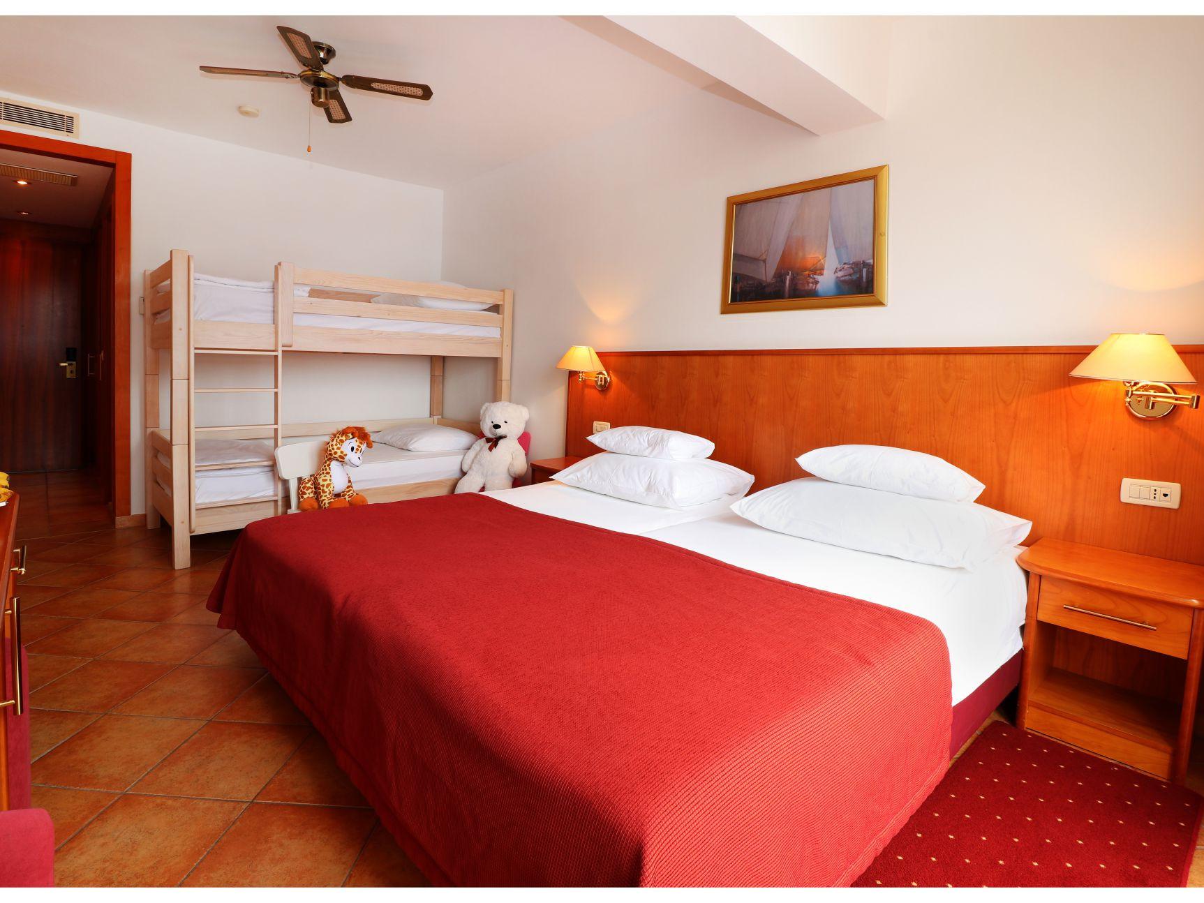 premier club mini family 43044481954 o uai - Zora Hotel