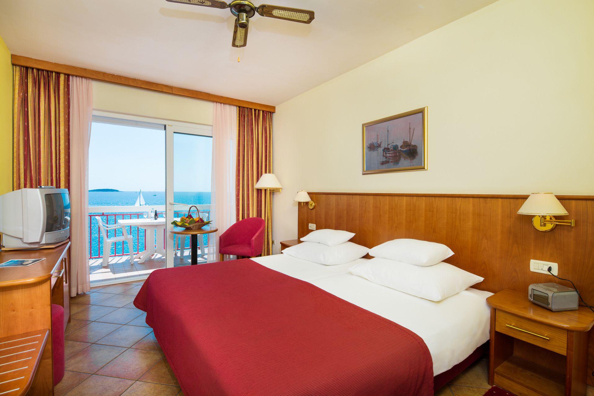 premier club room 02 14823095304 o - Zora Hotel