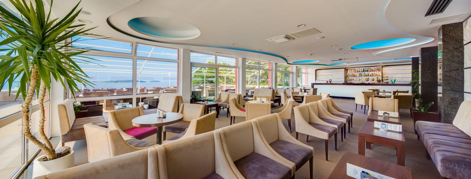 aperitif bar 01 14822635271 o - Zora Hotel