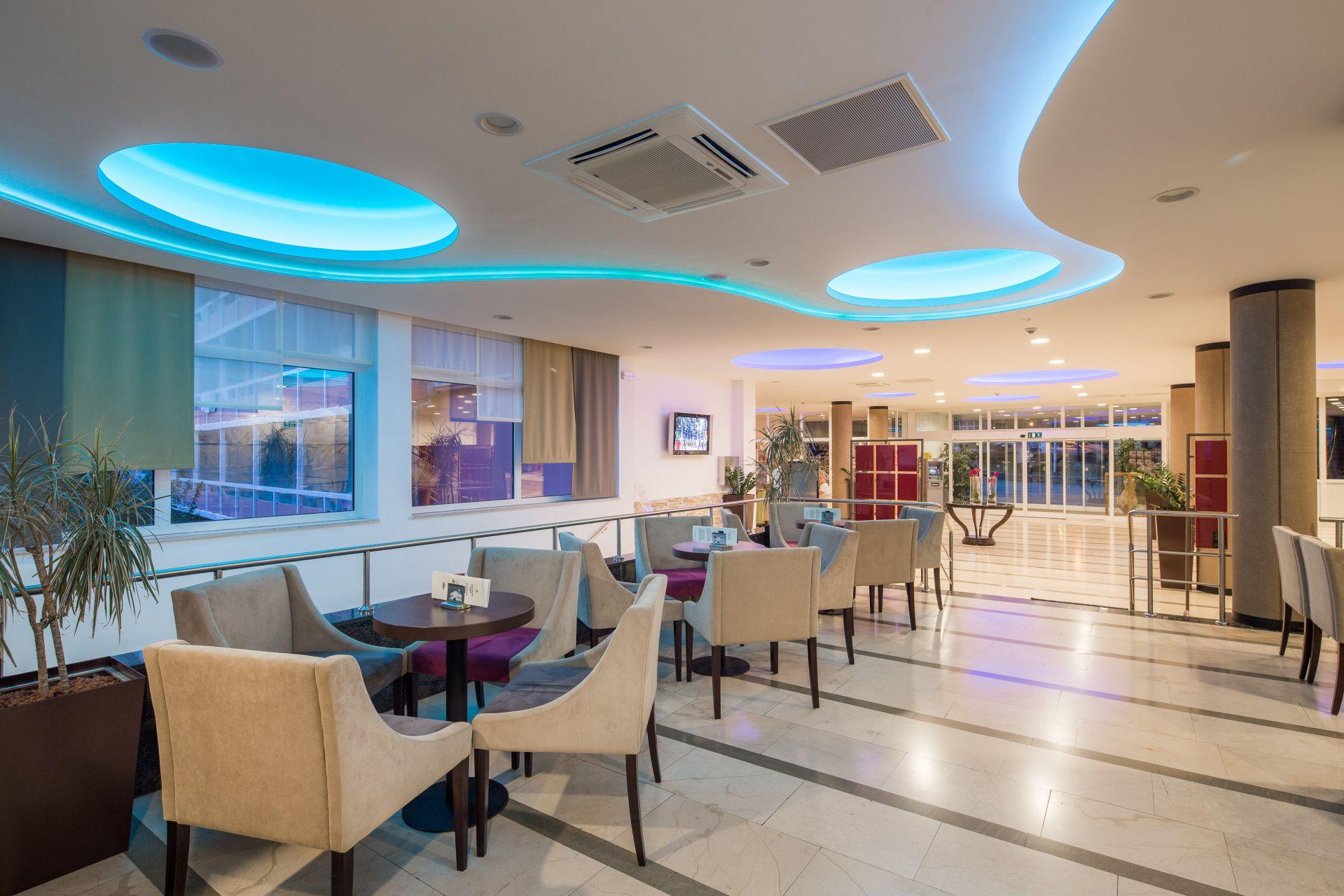 aperitif bar 04 14822631151 o - Zora Hotel