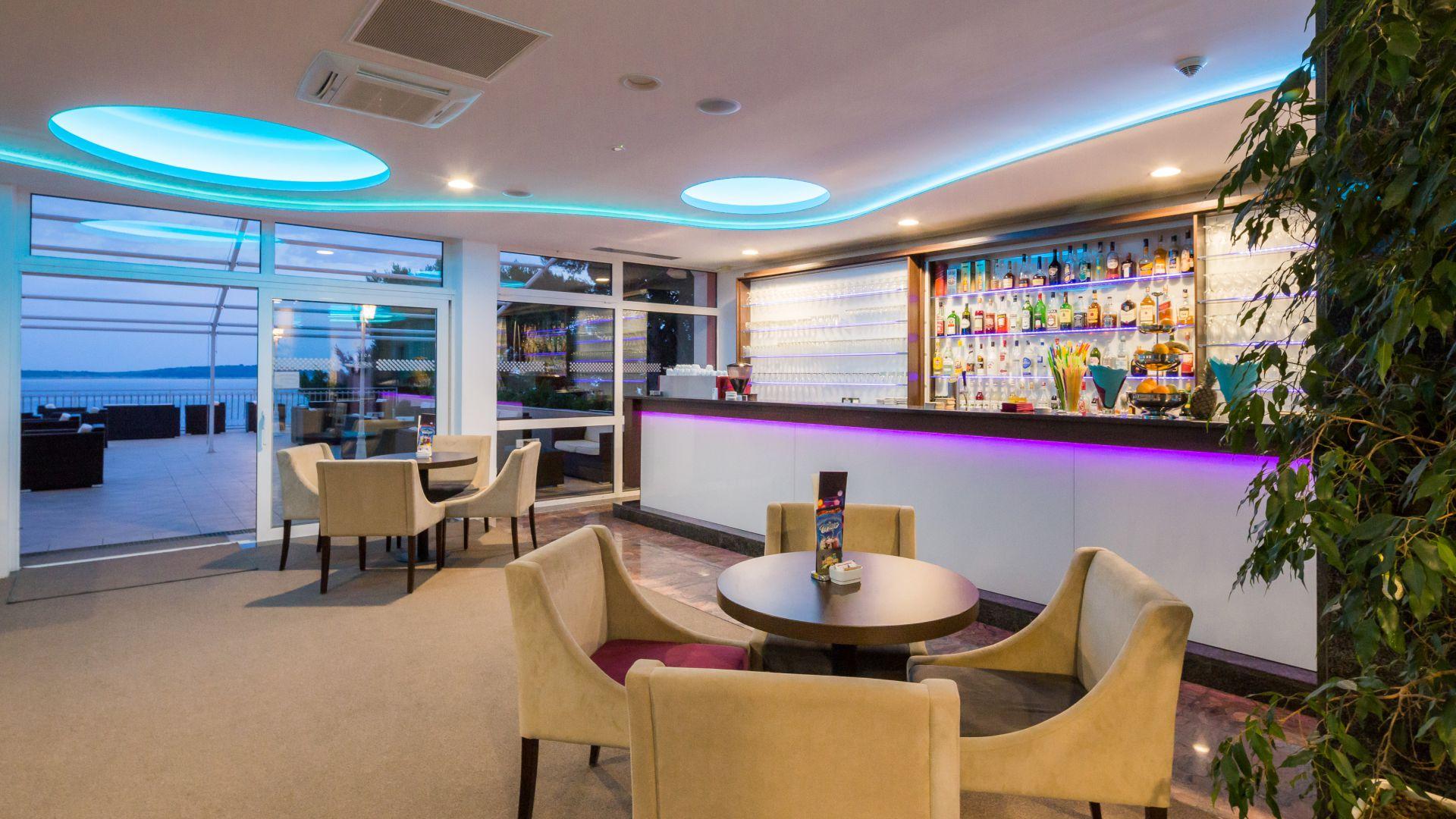 aperitif bar 05 14639086968 o - Zora Hotel