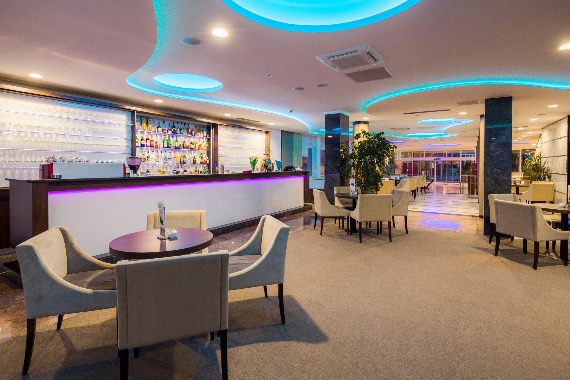 aperitif bar 06 14639064429 o - Zora Hotel