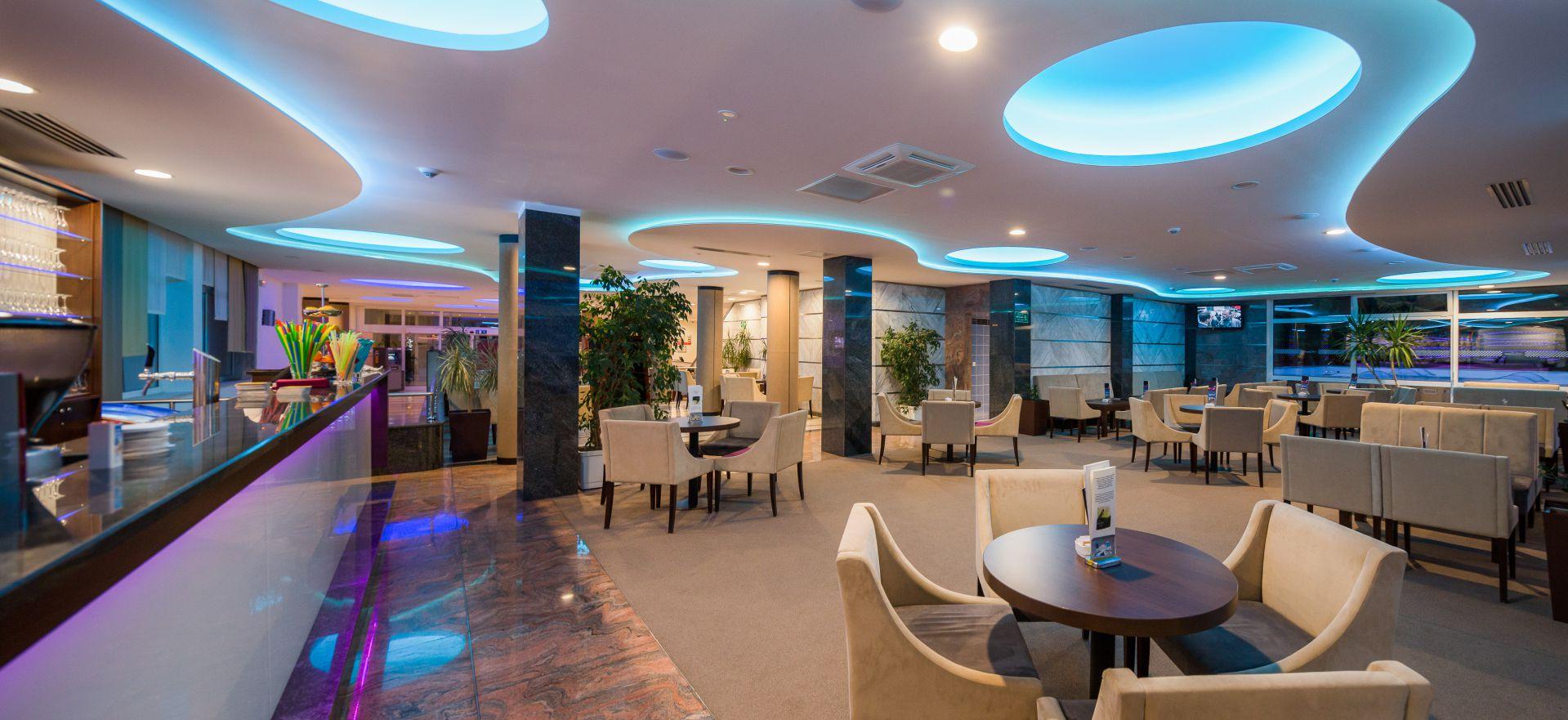 aperitif bar 07 14639175527 o - Zora Hotel