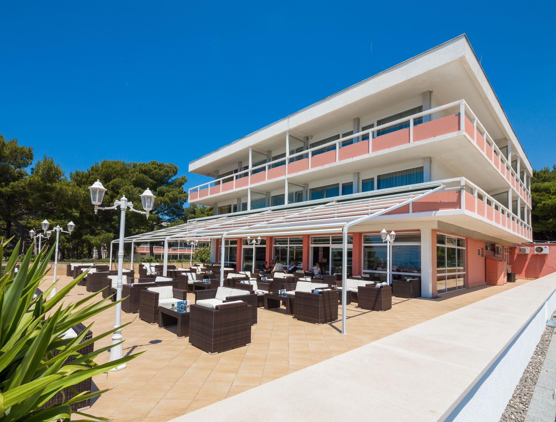 aperitif bar 09 14639172477 o - Zora Hotel