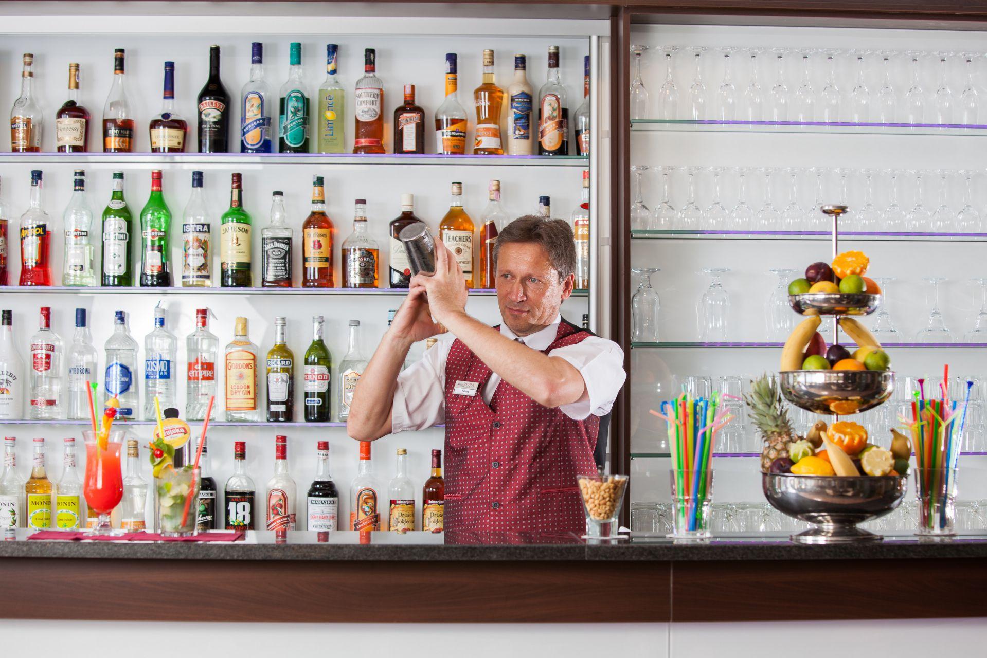 aperitif bar 14 14825702135 o - Zora Hotel