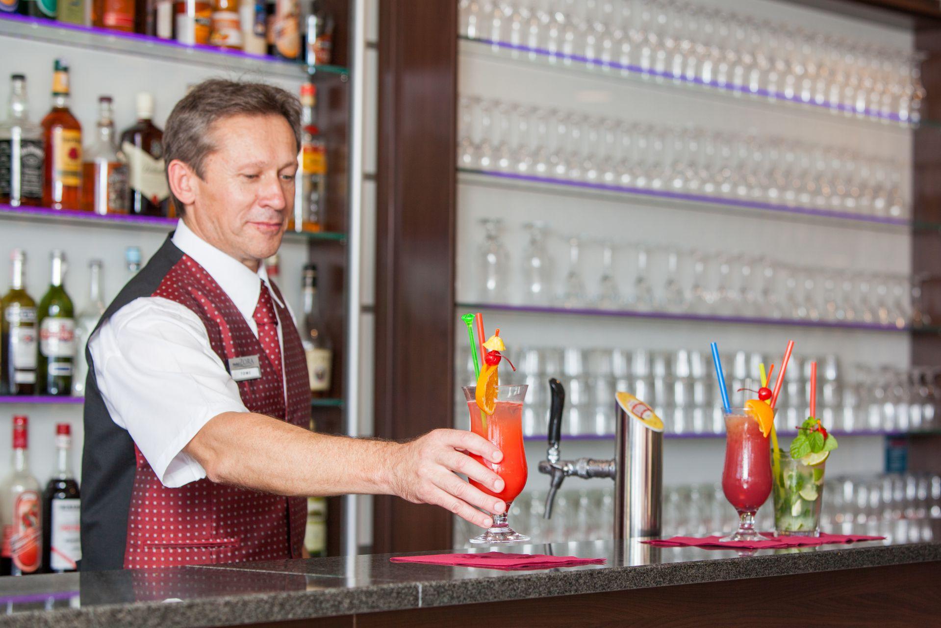 aperitif bar 15 14825335412 o - Zora Hotel