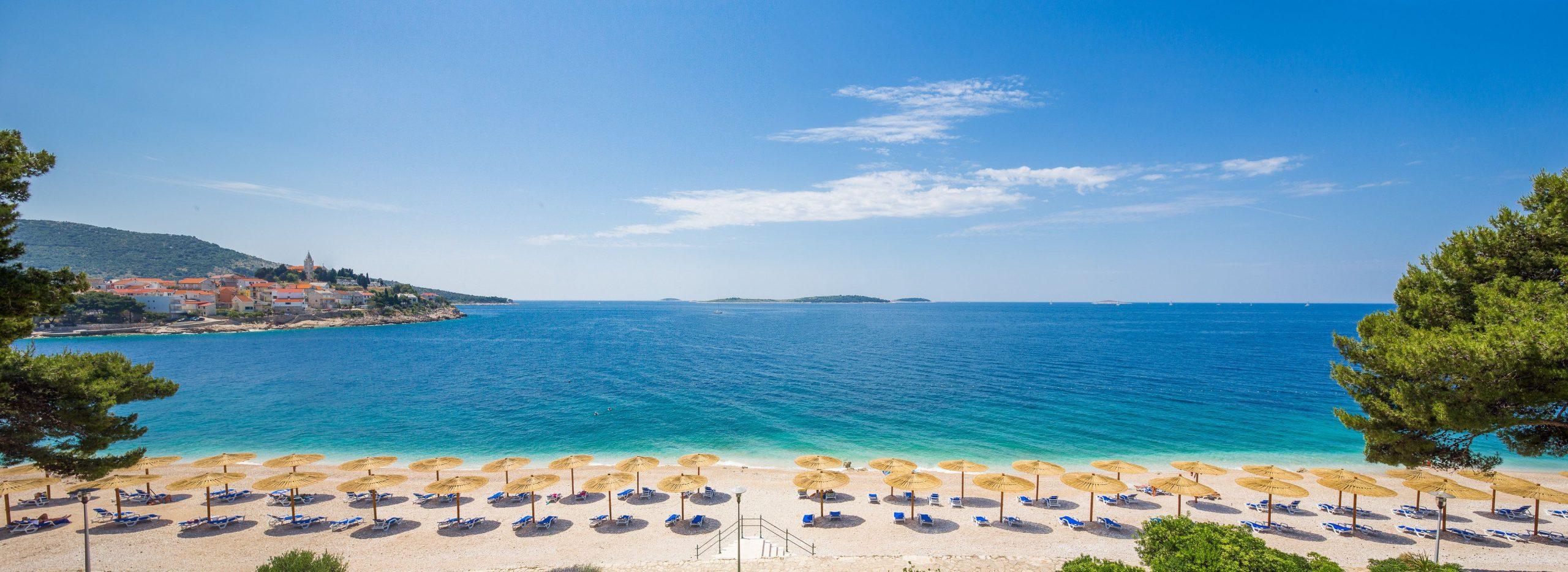 beach 01 14810343702 o 1 scaled - Zora Hotel