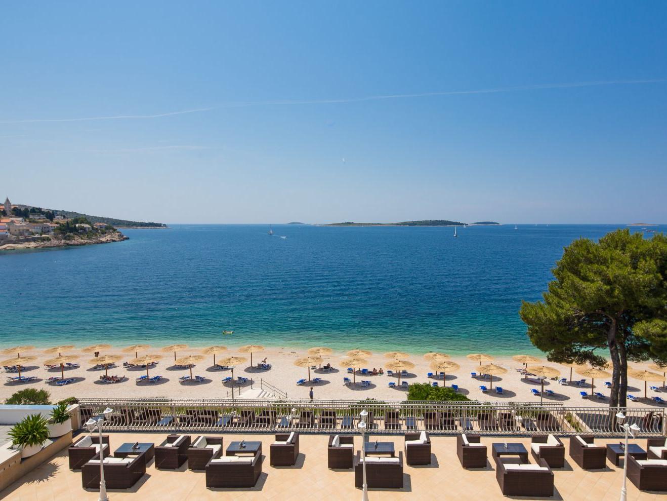 beach 02 14638674547 o 1 uai - Zora Hotel