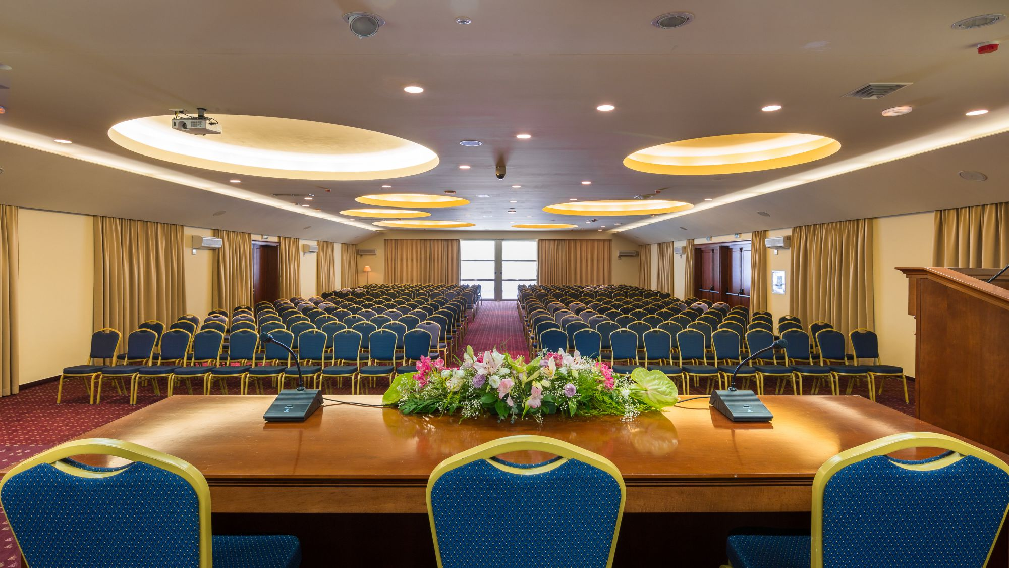 congress hall kravata 03 14825729122 o - Zora Hotel