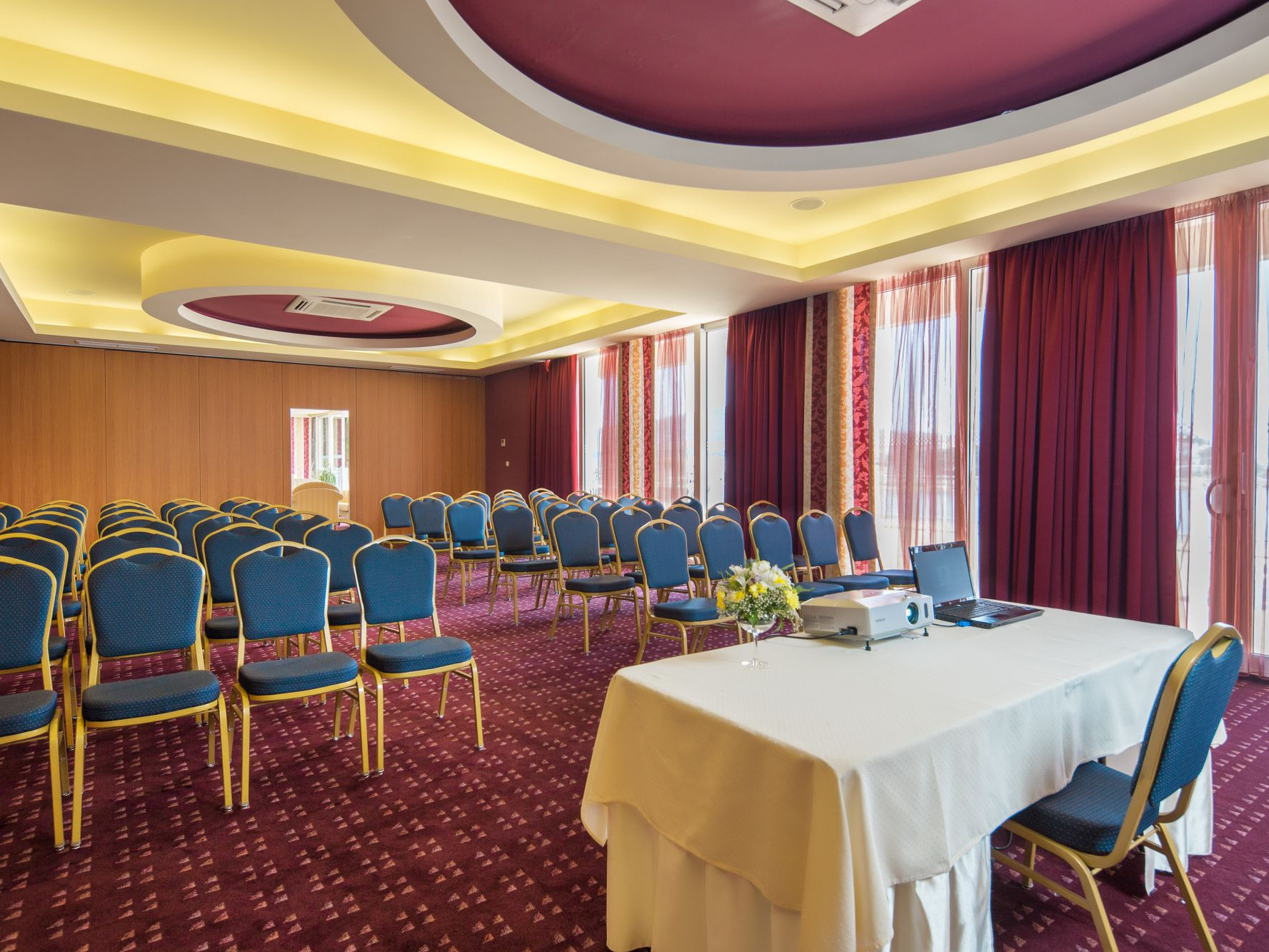 congress hall penkala ii 03 14639418809 o uai - Zora Hotel