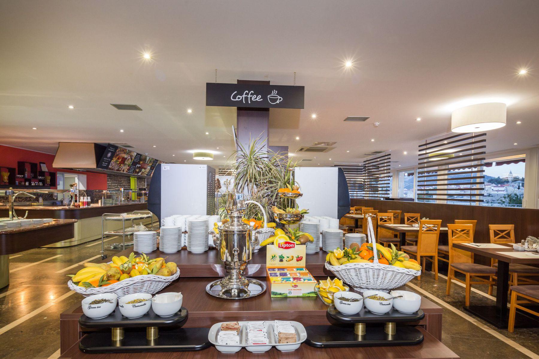 restaurant 30 16904112551 o - Zora Hotel