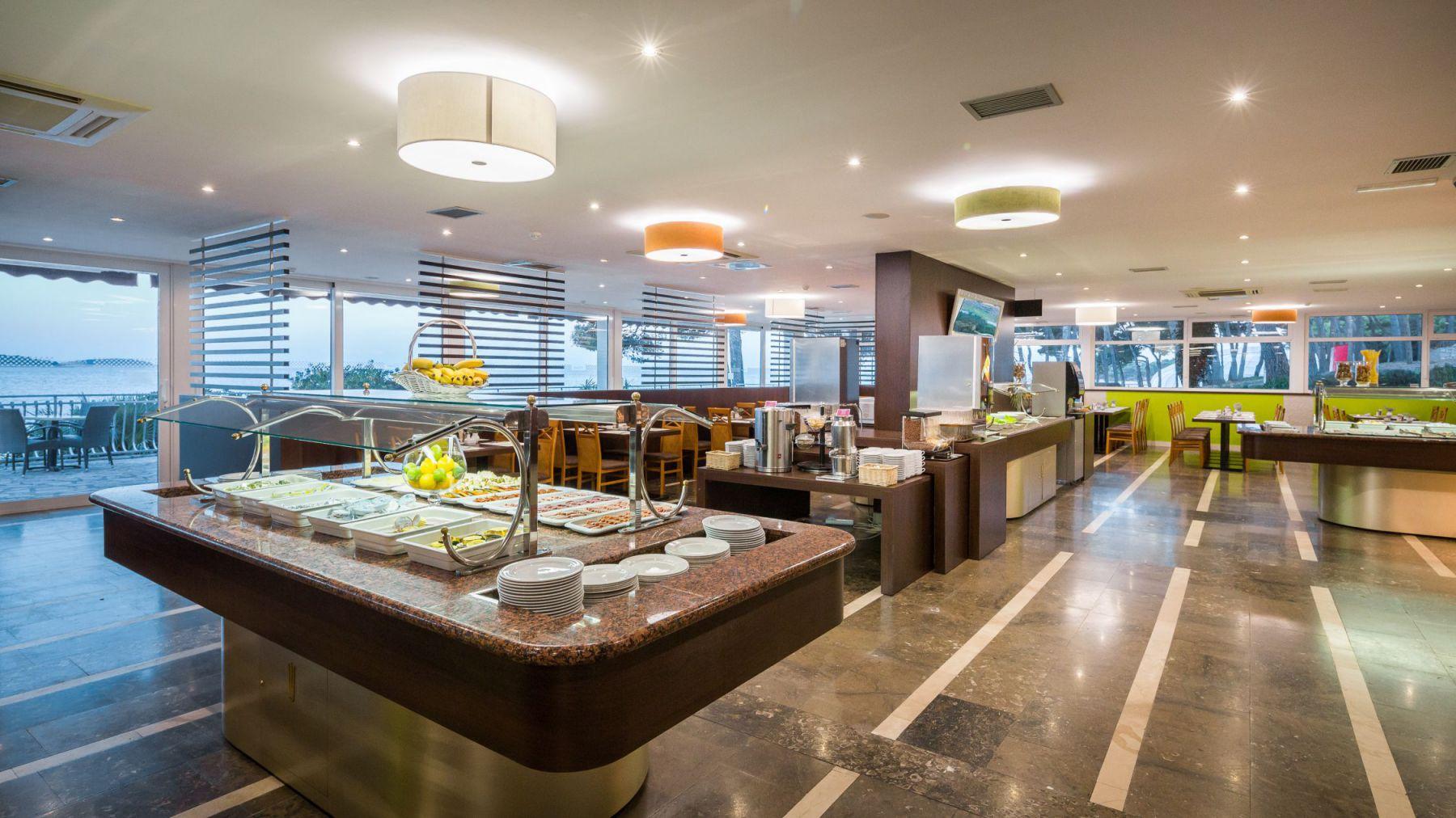 restaurant 34 16879193956 o - Zora Hotel