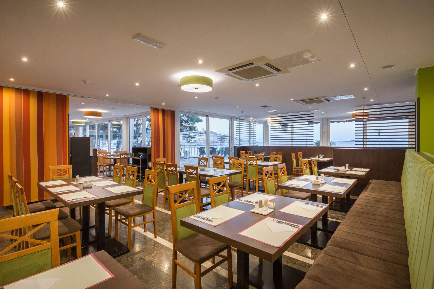 restaurant 35 16879189526 o - Zora Hotel
