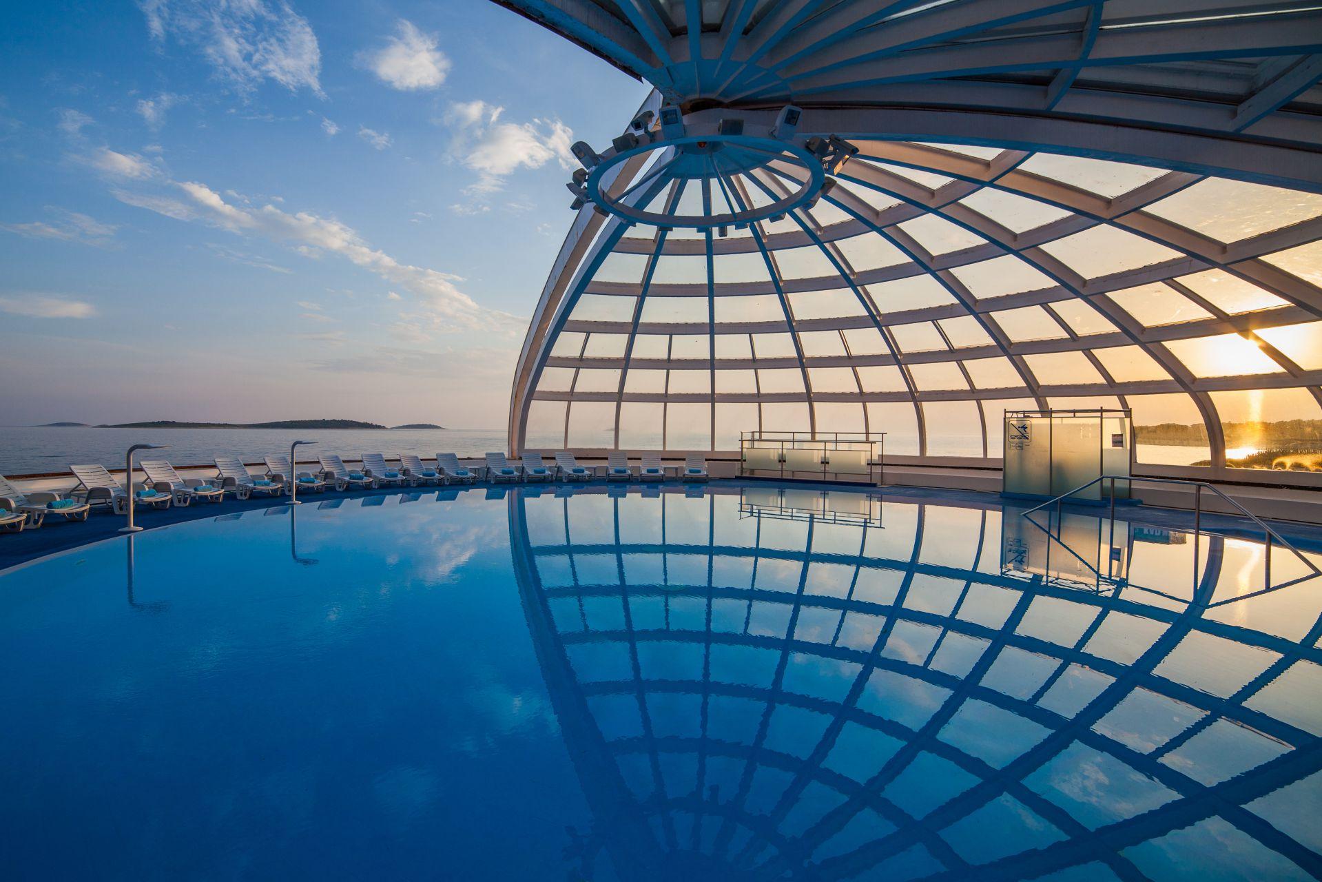 swimming pool 02 14845717123 o - Zora Hotel