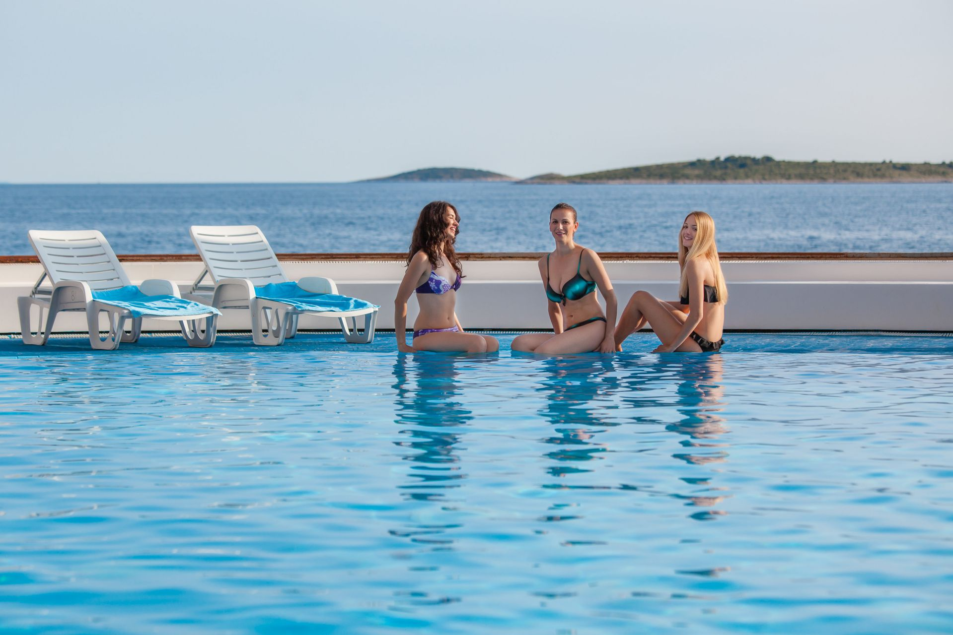 swimming pool 09 14823497334 o - Zora Hotel