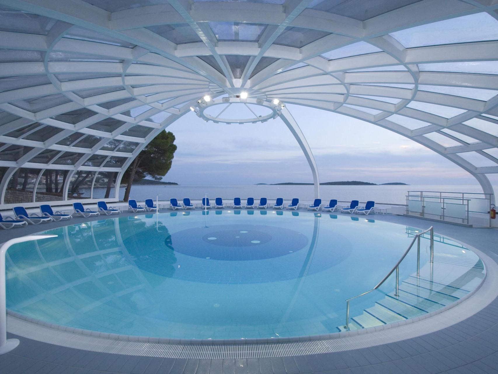 swimming pool 14 14802853606 o 1 uai - Zora Hotel