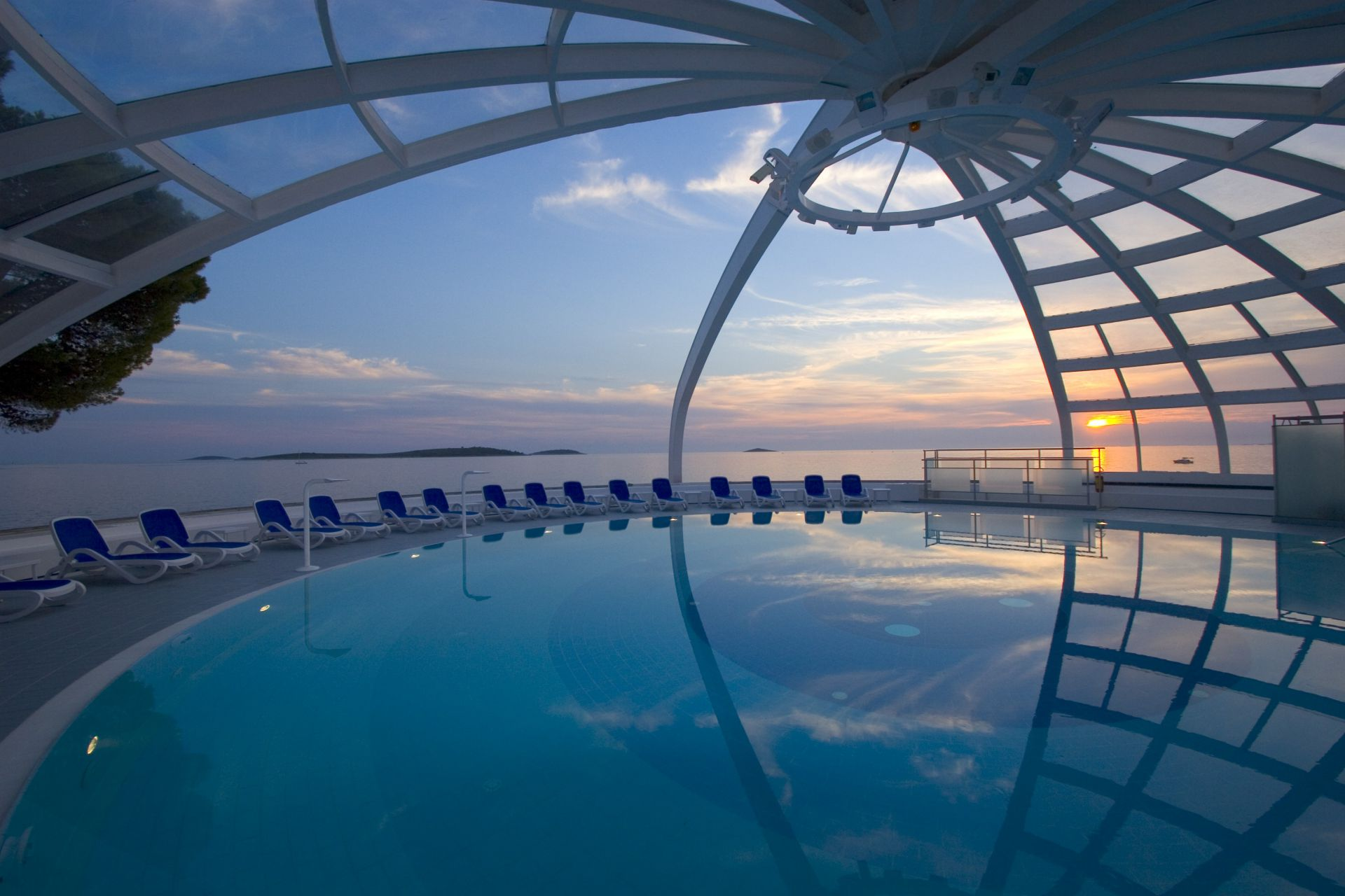 swimming pool 15 14822769161 o - Zora Hotel