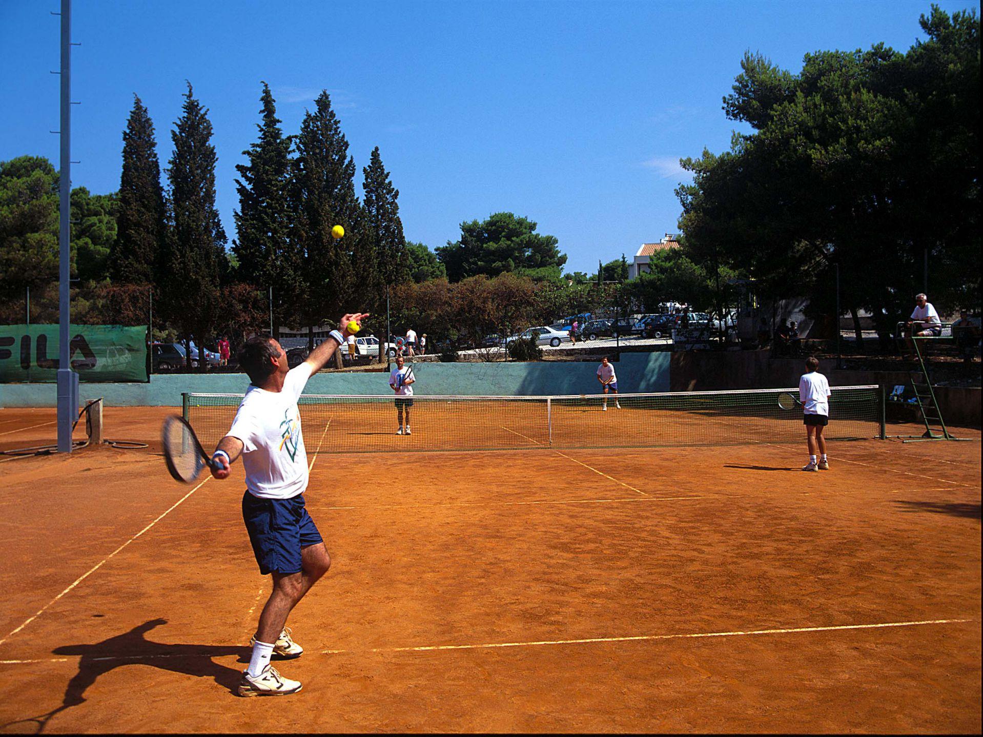 tennis 05 14639142310 o 1 - Zora Hotel