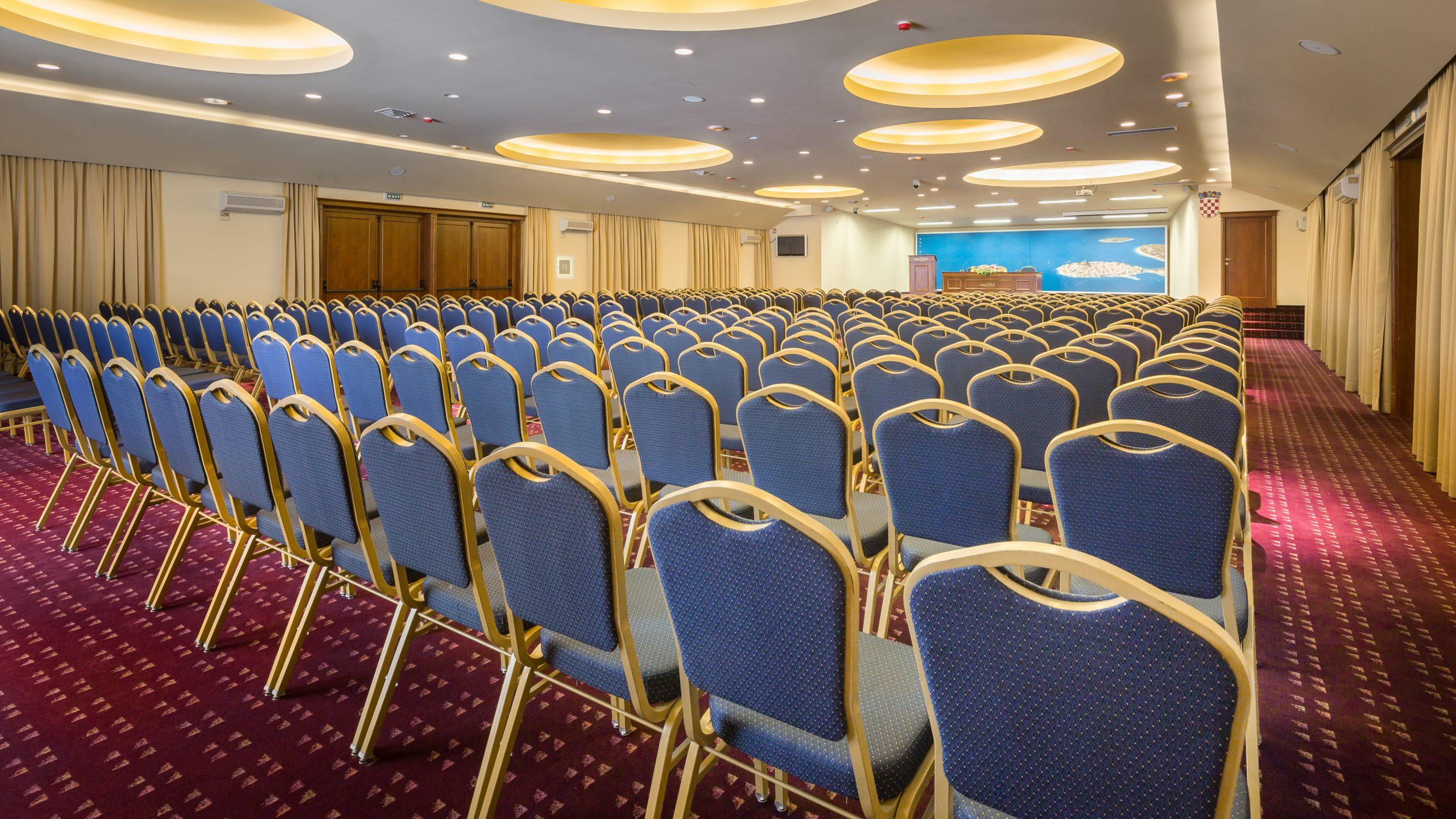 Kravata1 scaled - Zora Hotel